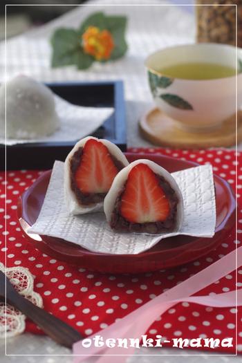 和菓子でイチゴといえばこの苺大福。切り餅を使った、ビギナーにもやさしいレシピなので是非チャレンジしてみてくださいね。
