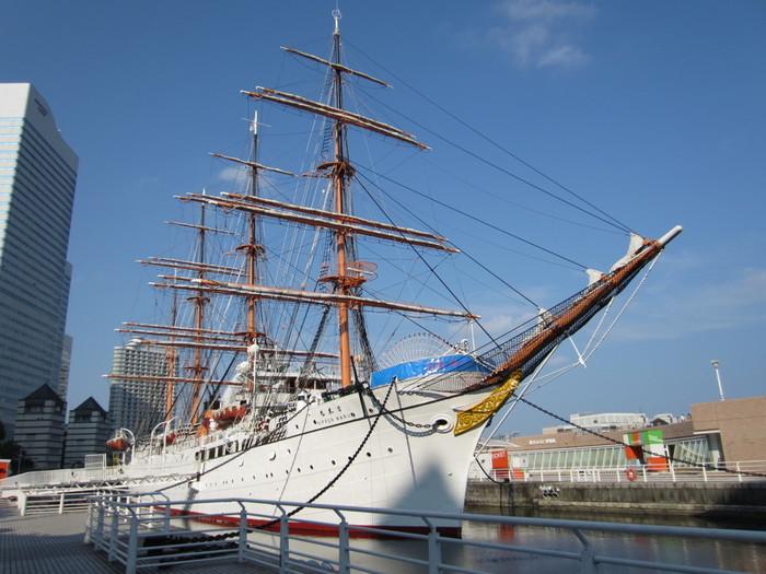 ランドマークタワー向かいにある、みなとみらい21地区の玄関口、「日本丸メモリアルパーク」。横浜港のシンボル「帆船日本丸」が目印です♪