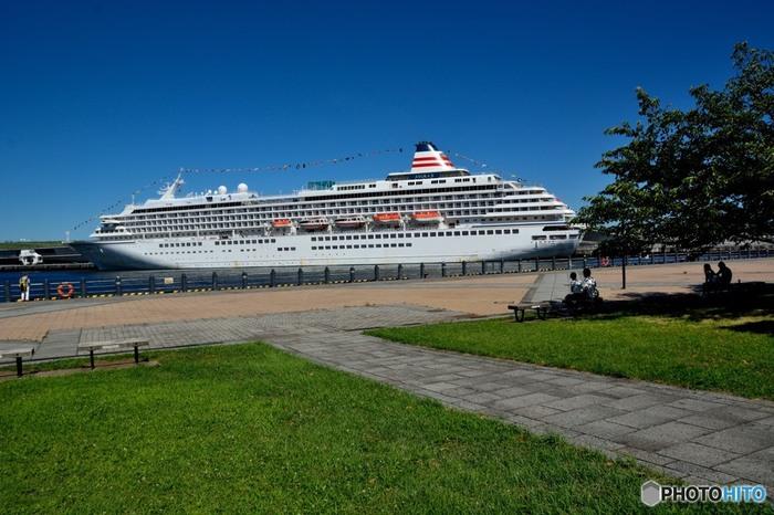 タイミングが合えば、大さん橋に停泊する豪華客船も眺めることもできます!