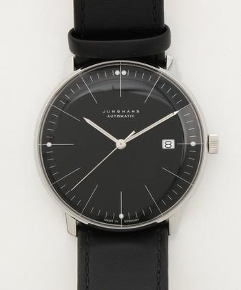 1861年、ユンハンスはエアハルト・ユンハンスとクサヴァー・ユンハンス兄弟によって時計メーカーとして創業しました。ドイツ最初のクォーツ腕時計、世界最初の電波時計や電波腕時計を作ったことで世界的にも有名です。無駄を省き、すっきりとしたデザインの読みやすい盤面はドイツらしい腕時計として人気を博しています。
