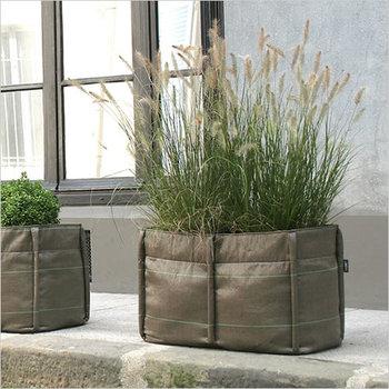 こちらは「BC-301 バッグロング2」というモデルで、容量はたっぷりの70リットル。横長サイズだからたくさんの植物が植えられます。
