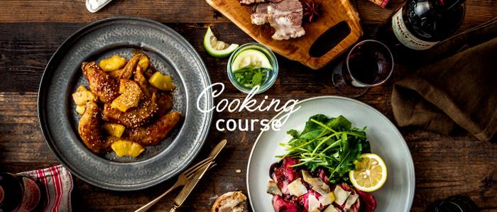 食事は日々の生活の基本。料理を基礎から学ぶことはとっても大事なことです。一度学んでおくと長く使えて、自分や家族の健康管理にも役立ちますね。この春からは料理上手な女性を目指してみませんか?