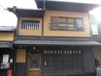 千本今出川の北にある「ゲストハウス金魚家」。