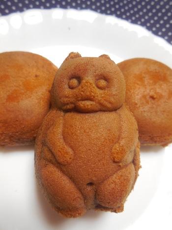 食べるのがかわいそうになるくらいなんともかわいらしいたぬきの型の人形焼き。良質な卵とはちみつを使用している生地の香りがたまりません。