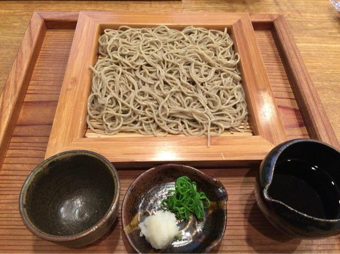 富士の麓は水が良いことで知られています。蕎麦に水はつきもの。この店の蕎麦はすっきりとした上品な味わい。蕎麦湯、つけ汁も美味しいと評判です。【画像は「玄挽き」】