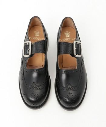 通称「メリージェーン」は、合わせる靴下で印象が変わります!レースアップシューズほど重厚感がないため、季節も長く履けますね。