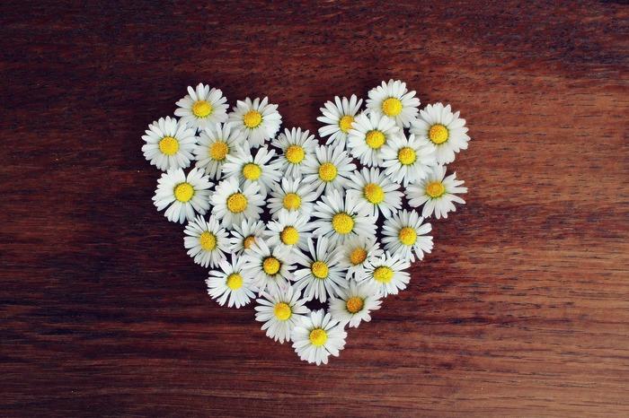 恋愛、友情、家族など、様々な人間関係に当てはまる人類愛を感じさせてくれるような、感謝とハッピーにあふれた名曲です。