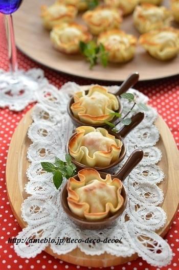 餃子の皮を使った「お花みたいな包み焼き」 オーブントースターで簡単に出来る上に小さくかわいいので、お弁当のメニューにぴったり。 もちろん、パーティーの前菜にもおすすめですよ。