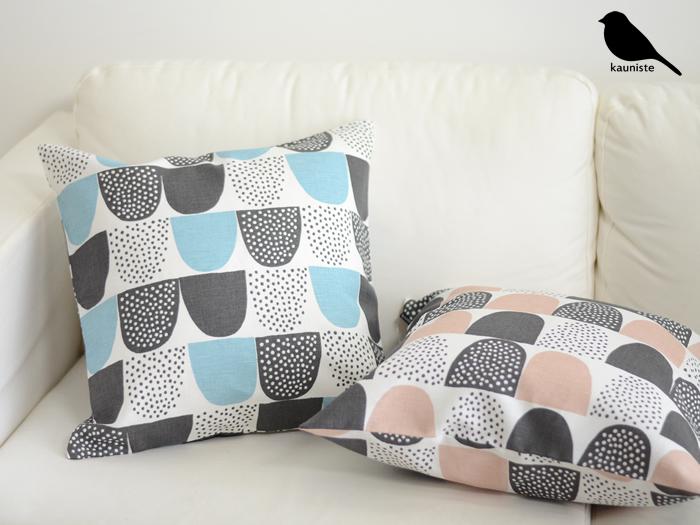 季節や気分によってクッションカバーの色や柄を変えるのも楽しみのひとつ。抱き枕の代わりにしたり、導入しやすくお役立ちのクッション。快眠のために取り入れたいアイテムです。