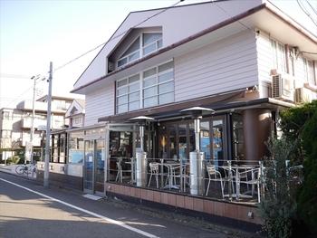 アクセスは用賀駅から歩いて7~8分。閑静な住宅街で落ち着いた雰囲気です。