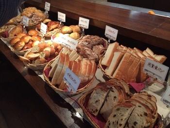 ベーカリーも併設している用賀倶楽部。その天然酵母パンのブッフェ、期待が高まります!