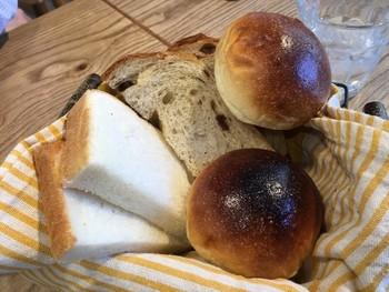 種類豊富な食べ放題のパン。せっかくのブッフェだし、いろんな種類を食べたいですね♪