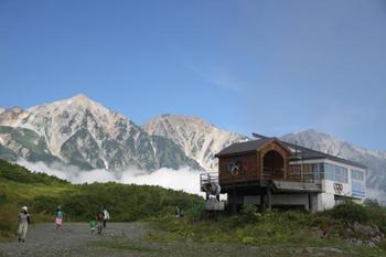 2つ目のリフトと3つ目のリフトの乗り換えでは、お天気にもよりますが、白馬三山が綺麗に見えることも!