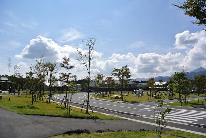 """""""富士山とあそぼう味の散歩道""""がキャッチフレーズの「あさぎりフードパーク」は、茶園・製菓・食品加工業・酒造・乳業等の食に関わる6社がコラボレートした""""食の工業団地""""。"""