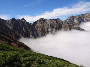 雲海が広がります。この絶景を見に、是非足を運ばれてみてはいかがでしょうか!