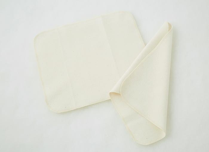 三角折りにして長さを出せば、多い日の不安な夜もおしりからの漏れを防げて安心ですね。