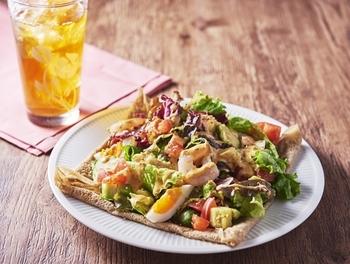 生地にチーズが練りこまれたガレットがおいしいガレットランチ。野菜たっぷりがうれしいポイント。