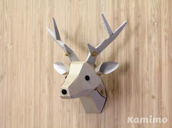 お部屋に飾って眺めたい鹿のペーパークラフト。モダンなインテリアですがシンプルな構造で接着剤もいりません。気軽にチャレンジできますね。