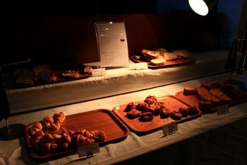 パンビュッフェは5種類ほどから選べます。 日替りなので何度行っても楽しめますよ。