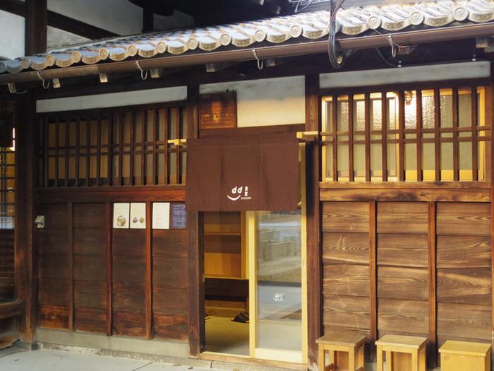 朝の説法や地域のコミュニティスペースとして使用されている「茶所」を利用した「d食堂」は風情ある佇まい。