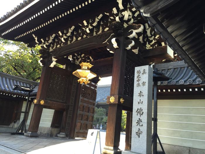 その地域の「らしさ」を見直す活動を行うD&DEPARTMENT。  「D&DEPARTMENT KYOTO」は、京都造形芸術大学と共に京都、本山佛光寺の境内で活動を行っています。