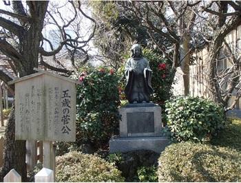 菅原道眞公(銅像は幼少の頃の道眞公)を祀り学問の神として親しまれていることから1・2月の受験シーズンには、多くの受験生が参拝に訪れています。