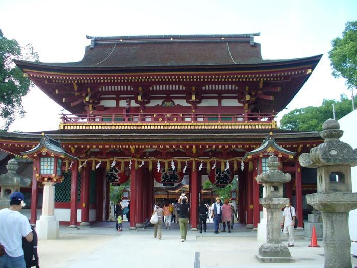 福岡県太宰府市にある「太宰府天満宮」。「鷽替え神事」と「鬼すべ神事」が毎年1月7日に行われています。