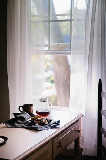 朝早く起きると健康にいいだけでなく、仕事や勉強がはかどっていいコトばかり。最近ではさらに朝活ブームで、美容やメンタル面などのさまざまな「徳」が見直されていますね。
