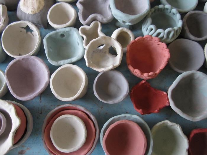 器が好きという人も多いはず。世界に1つだけの陶器作りができることは陶芸の魅力です。どんな作品をつくろうか妄想を膨らませるのも楽しみのひとつ。素敵な花器ができあがったら、どんなお花を入れようかな~なんて考えるとわくわくしちゃいますね♪