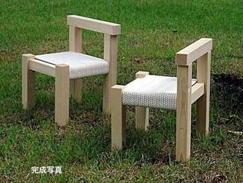 見た目も可愛い木の椅子を組み立てられるキットです。綿のロープがヨーロッパの子供部屋のような素朴ながらおしゃれなテイストを醸し出していますね。 塗装したり、絵を書いたりして一工夫してみると、一層工作としての楽しみが広がりますよ。