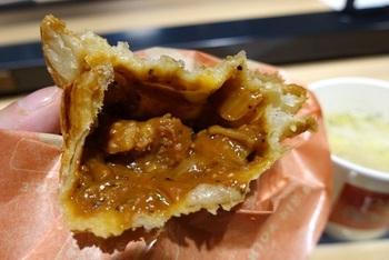 サクッとジューシーな味わいは絶品です。小腹が空いたときはもちろん、食べ応えもあるのでランチにもぴったり。