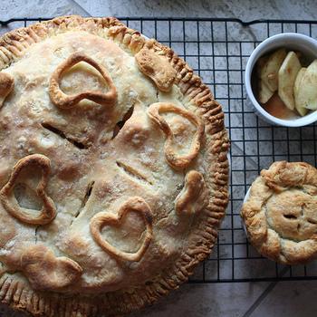 ほっこりとしたどこか懐かしい味わいのパイは、今女性の間で大人気なんです!午後のティータイムはもちろん、ブランチなど食事にもぴったりですよ♪