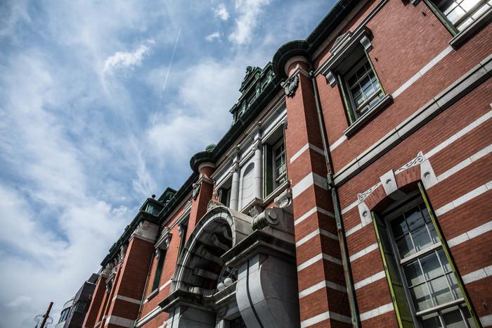 京都の繁華街近くにあるので午前中にさっと立ち寄って、午後から買い物などにおでかけするのにピッタリな立地が魅力的な、京都の歴史について知ることができる博物館です。ここは旧日本銀行京都支店として使われていた建物だそうで、現在では重要文化財に指定されているんだそうです。歴史を感じますね!