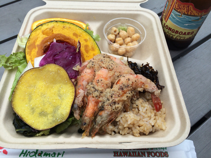 ガーリックシュリンプなど、ハワイのお料理がいただけるワゴンです。