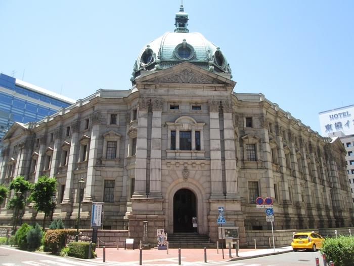 1904年に竣工された、神奈川県立歴史博物館(横浜正金銀行本店)。博物館旧館は横浜正金銀行の本店として建てられ、国の重要文化財に指定されています。現在は神奈川県立歴史博物館として活用されています。