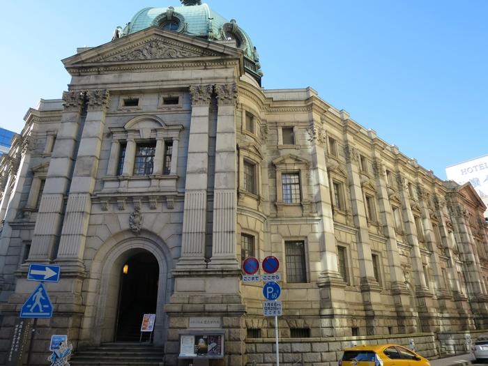 威厳を感じさせる佇まいの本格的な西洋建築。設計は、横浜赤レンガ倉庫も設計した明治を代表する建築家の妻木頼黄氏によるものです。