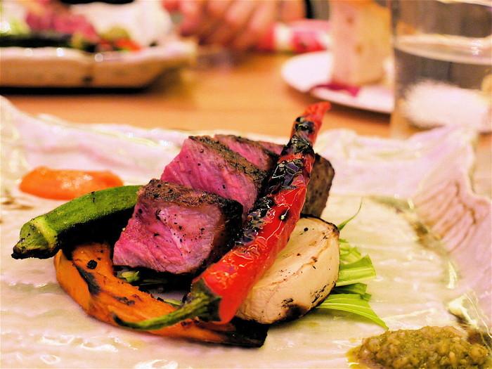 こちらのお料理に使われる素材は京都産のものが多く、盛り付けも美しいものばかり。どれも美味しいと評判です!