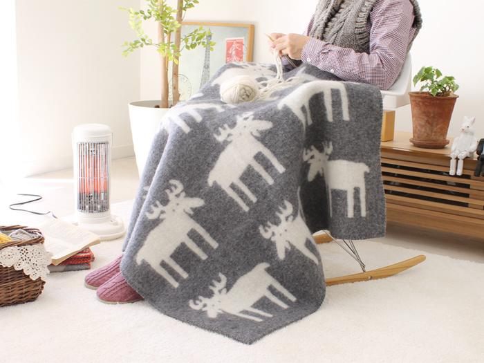 スウェーデンが誇るテキスタイルブランドKLIPPAN(クリッパン)のブランケットは、どれもモダンで可愛らしいデザインが魅力的で、リバーシブルで使える点が人気です。綿100% (オーガニックコットン)に包まれて気持ち良く眠れそうです。