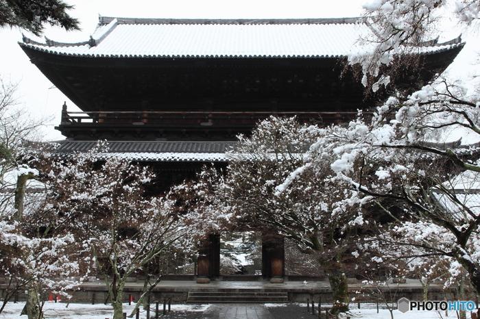 南禅寺は冬は洗練された、澄んだ空気が満ちています。気持のよい境内をのんびりと散策すると、心まで洗われる気がします。母娘だからこそ、募る話もあるのでは…ゆっくりとした時の流れを楽しんでみて下さいね♪