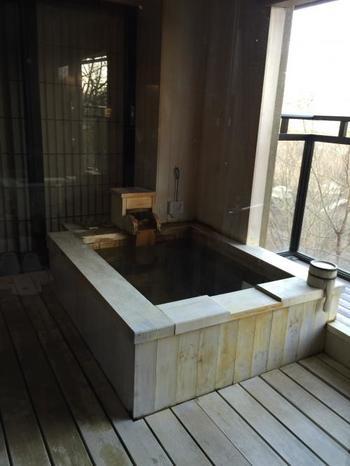 ここの宿は、全室に露天風呂付。一人旅の女性には嬉しいですよね!お風呂にゆっくりと浸かりながら、四季折々に表情を変える、外の景色を思いっきり楽しんでみては!
