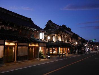 東京からも40分とアクセスも抜群の小江戸川越。昔ながらの風情を楽しみながら、ぶらりグルメ散策なんていかがでしょう。川越で有名な街並みには、数多くの飲食店やスイーツのお店があり、食べ歩きするにはもってこい。美味しいものをお腹いっぱい食べる一人旅!なんていかがでしょう。