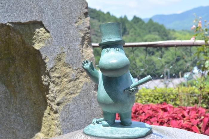 庭園にはムーミンの仲間達がいっぱい。ムーミンガーデンと呼ばれています。ユーモラスなレリーフやモニュメントに、心癒されますよ!