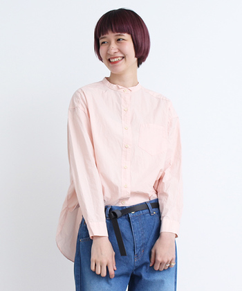 綺麗なピンクは、まさに春の代名詞。くすんだ色のアースカラーで、春のあかぬけ大人スタイルが完成です。