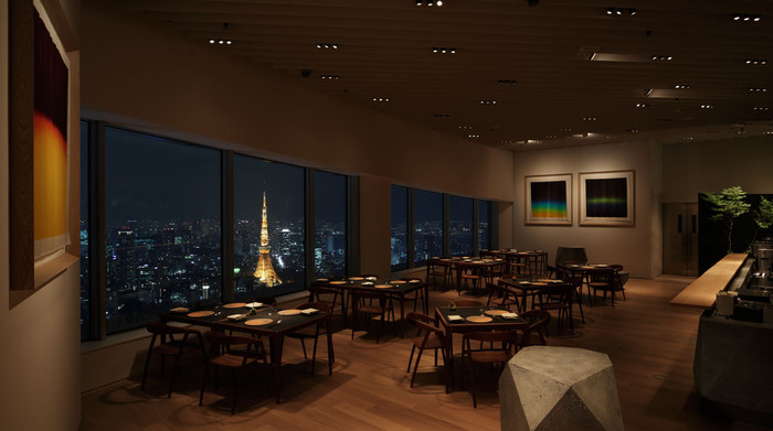 ☆★「 ザ・ムーン 」・・・月影のモワレを感じる落ち着いた店内には六角のオブジェが配置され、カフェの窓、天井、壁、そのインテリア全てがアートしています。東京タワーとスカイツリーを同時に観る眺望は見所。ガストロノミーをベースにしたフレンチなメニューは全国各地の旬の食材をふんだんに使った3コースが楽しめますよ!森美術館とリンクさせたアートな空間が心地よく調和して上質な時間が過ごせそうです!