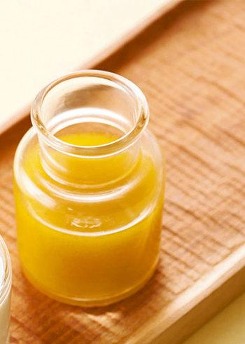 【油とお酢2:1】というドレッシングの基本にのっとった定番ドレッシングです。レシピでは白ワインビネガーを使っていますが、一般的なお酢やりんご酢でも作れます。