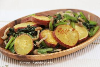 マヨネーズで炒めてコクをプラスしたアイデアソテー。ホクホクのおいもにシャキシャキ小松菜のバランスが◎