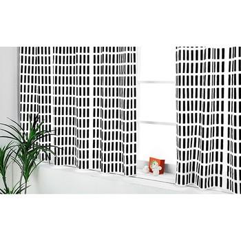 光を調節してくれるカーテンも、くつろげるムード作りには欠かせないアイテム。お部屋の雰囲気を大きく左右するので、色選びは大切です。