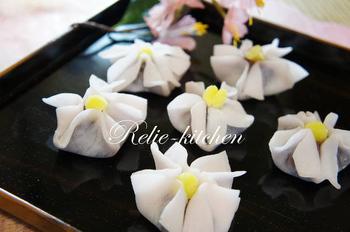 名古屋名物のウイロウもこんなに可愛くなるんです。餡の中にうめの隠し味が入ることで、さらに和のテイストを楽しむことができます。作り方を話しながらするおしゃべりにも花が咲きそうです。