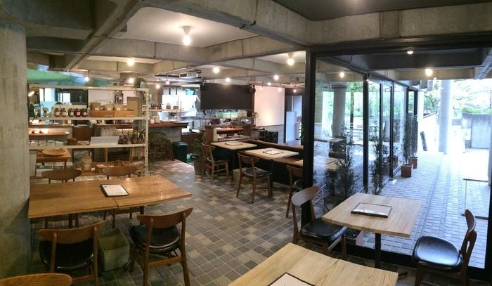 「トレス」・・・美術館エリアのミュージアムカフェです。カラフルなアラカルトを可愛くまとめたワンプレートなど、気軽に入れるお店。