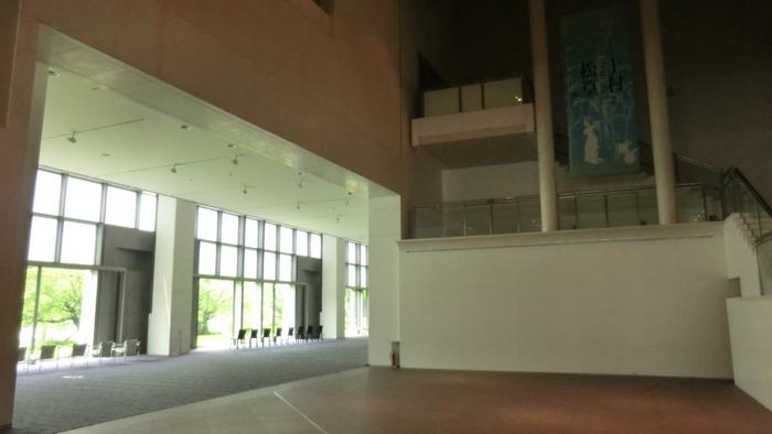 京都国立近代美術館 / 京都市左京区・・・素晴らしい美術作品を堪能した後は、ゆったりとお食事やスウィーツを楽しめるカフェ「café de 505」へ!併設のミュージアムショップ「アールプリュ」にも是非立ち寄ってみましょう!